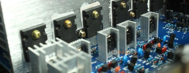 Transistor Công Suất Thường Gắn Thêm Tản Nhiệt Nhôm Phía Sau